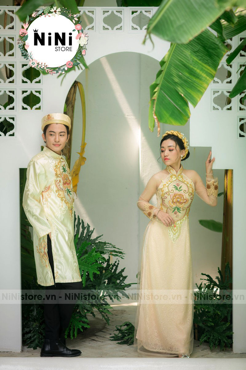cap-ao-dai-co-dau-chu-re-ket-hoa-hong-vang
