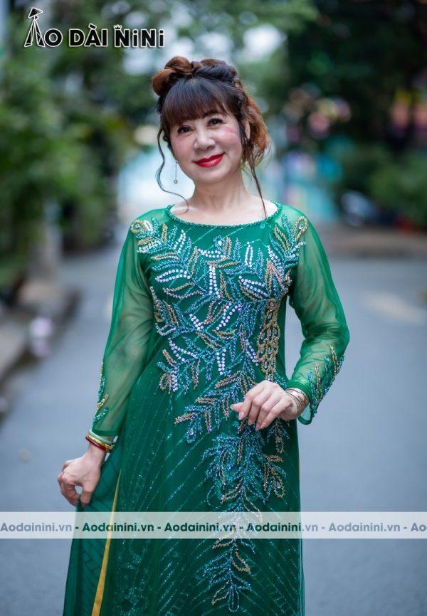 20+ Kiểu áo dài bà sui cao cấp đẹp sang trọng cho mẹ 50 tuổi 2021