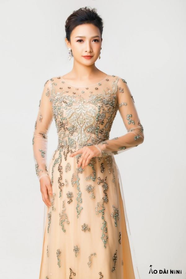 Chia sẻ cách kết cườm lên cổ áo dài đẹp đơn giản + những mẫu mới
