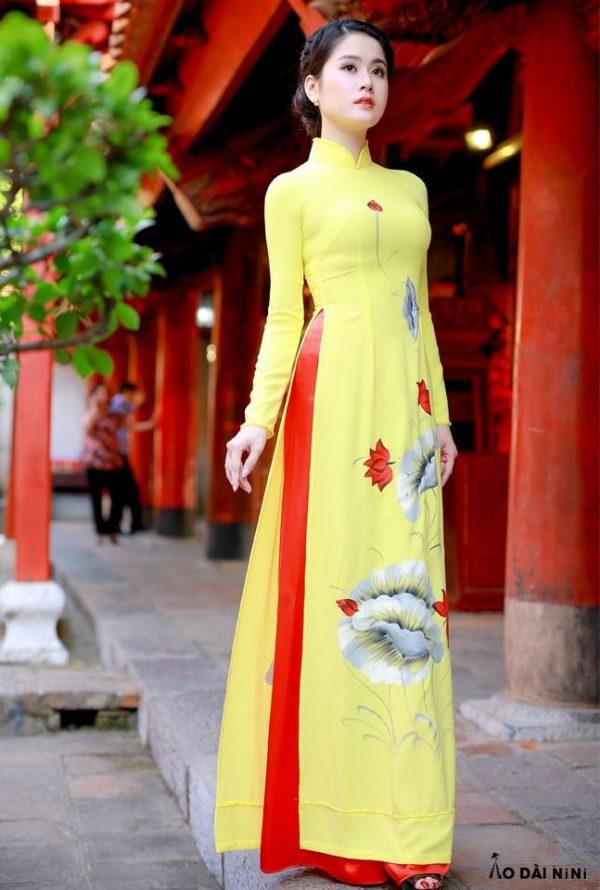 2021 với 10+ Mẫu áo dài màu vàng nghệ, vàng nhạt cho mọi sự kiện