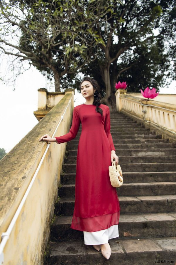 ao-dai-4-ta-mau-do-noi-bat
